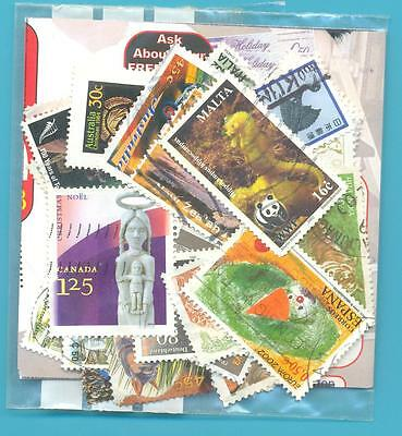 A SMALL COLLECTION OF WORLD STAMPS IN PACKET.(ref.255)USED