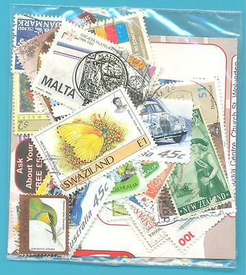 A SMALL COLLECTION OF WORLD STAMPS IN PACKET.(ref.259)USED