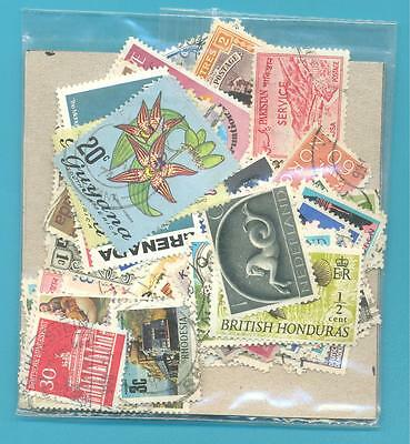 A SMALL COLLECTION OF WORLD STAMPS IN PACKET.(ref.260)USED