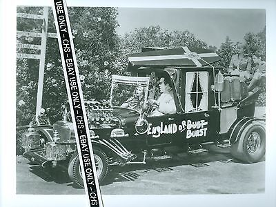 """THE MUNSTERS"" NICE EARLY B&W 8x10 PHOTO FRED GWYNNE BUTCH PATRICK"