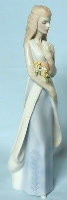 Royal Doulton Lady Figurine Sweet Bouquet Hn3000  Reflections Series