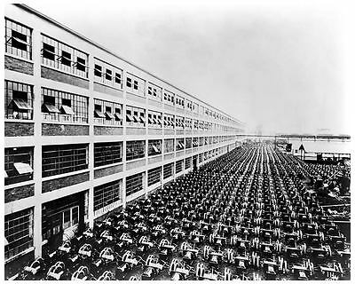 1915 Ford Model T Assembly Line Photo Poster zua3857-SRNKTF