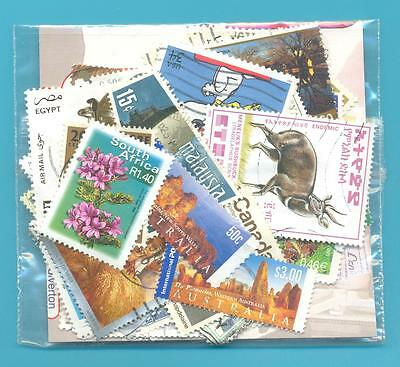A SMALL COLLECTION OF WORLD STAMPS IN PACKET.USED.(ref 2005136)