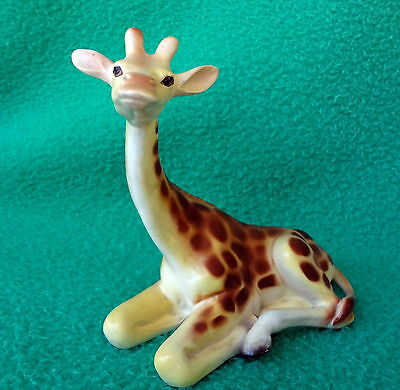 GIRAFFE Vintage Reclining Figure Well Painted, Modeled & Realistic