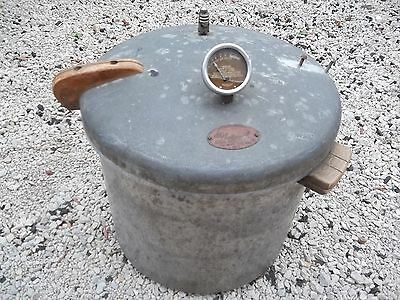 Vintage National Pressure Cooker Eau Claire WISC USA No. 7  good decor  only