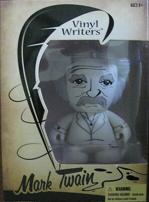 Vinyl Writers Series 1 Mark Twain detailed collectible vinyl figure New
