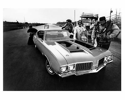 1970 Oldsmobile 442 and Dr. Oldsmobile Factory Photo c4249-VINQ1W