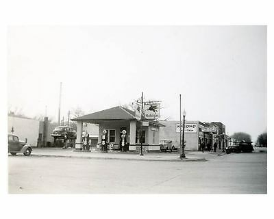 1941 Pure Oil Gas Station Photo Gas Globe Mobil Gas ch2680