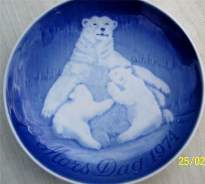 Cute Bing & Grondahl Mothers Day 1974 Wall Plate