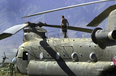 US Army (USA)  Aviation Mechanic CH-47 Chinook helicopter EF 8x12 Photograph