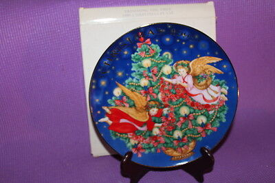 Avon 1995 Trimming the Tree Christmas  Plate MIB