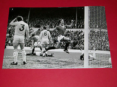 Lou Macari Man Utd Manchester United Hand Signed Autograph 12X8 Photo Soccer