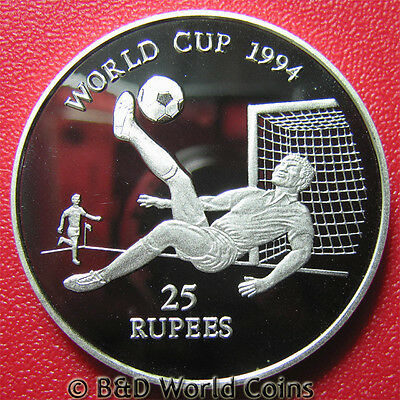 1993 SEYCHELLES 25 RUPEES .94oz SILVER PROOF WORLD CUP SOCCER BALL CROWN 38mm