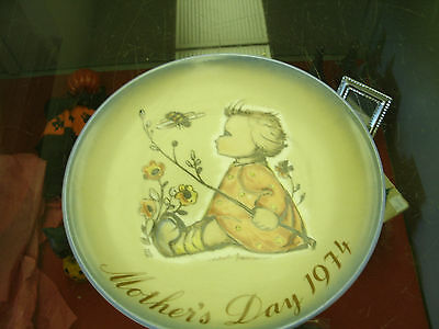 Hummel Mother's Day Plate 1974 The Bumblebee