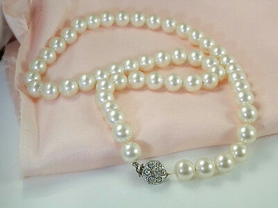 So Pretty Vintage Rhinestone Fancy Clasp Faux Pearl Necklace  5C