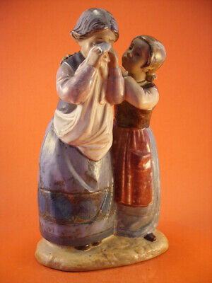 "STATUINA LLADRO GRES ""Comforting her Friend"""