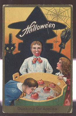 1910s HALLOWEEN POSTCARD DUCKING/BOBBING FOR APPLES