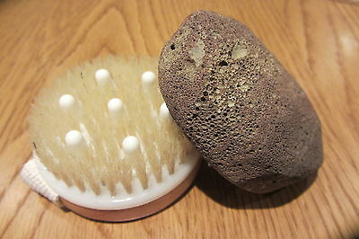 Wooden Body Brush With Massage Nodules + Volcanic Pumice Stone Stimulates Skin