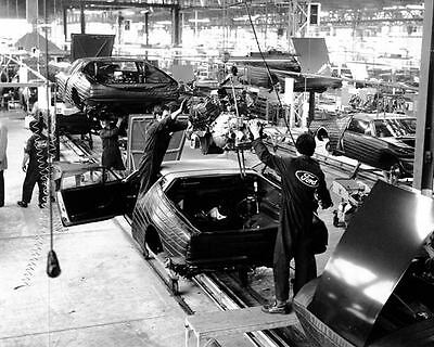 1974 DeTomaso Pantera Assembly Line Factory Photo m1585-J44JX1