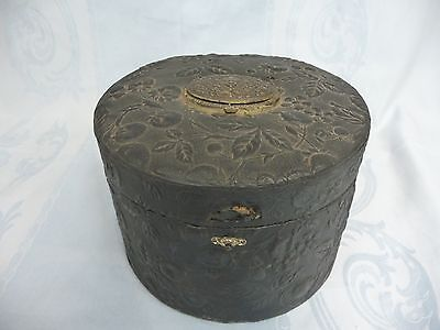 ANTIQUE VICTORIAN LEATHER EMBOSSED COLLARS & CUFFS BOX w/COLLAR & CUFF LINKS