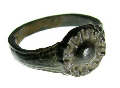 ANCIENT ROMAN BRONZE RING WITH SUN DESIGN c. 200 - 300 AD - SIZE 3.5 #28