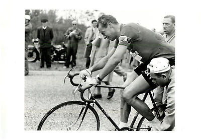 Tour de France 1954, La chute du coureur Hugo Koblet Vintage print, Photo de Pre
