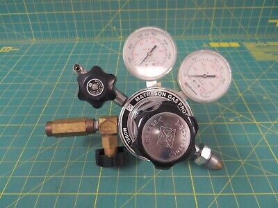 Matheson 3104C Pressure Regulator w/ 400V Check Valve   CGA-580