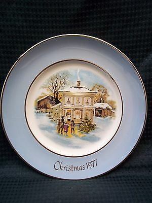 AVON 1977 Christmas Plate CAROLERS IN THE SNOW Enoch Wedgwood (Tunstall) England
