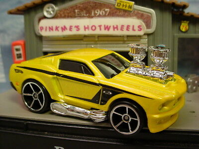 2010/2011 Hot Wheels TOON'D MUSCLE Design '68 MUSTANG 1968 ∞YELLOW∞New Loose