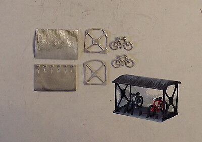 P&D Marsh N Gauge n Scale B13 Bike shed with two bikes kit requires painting