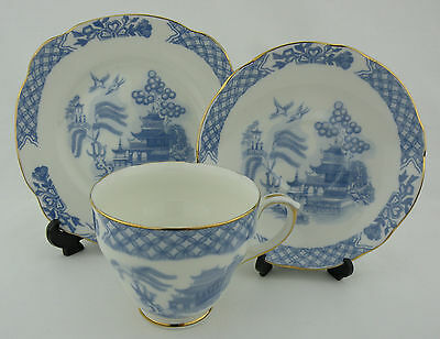 *VINTAGE* Duchess Bone China Cup, Saucer & Plate Trio - Willow Design - MINT