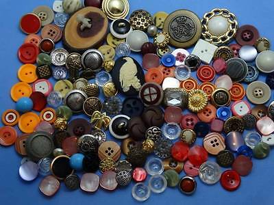 LARGE LOT FABULOUS VINTAGE & NEW BUTTONS metal plastic glass cameo ++