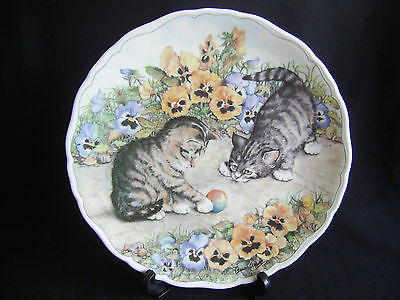 """ROYAL ALBERT COLLECTORS PLATE CATS AT PLAY """"KITTEN CAPERS"""" BY ANNE AGGETT"""
