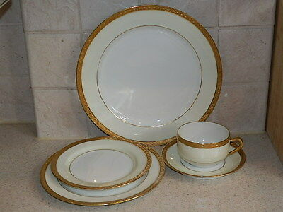 haviland china 40pc haviland limoges blank 1125 red sprig flowers wgold service