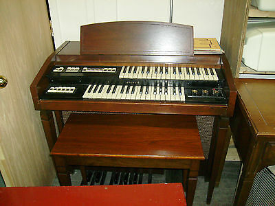 PLAYS BEAUTIFUL MUSIC SMALLER THEN A PIANO IT'S A EVERETT ORGAN HEAVENLY MUSIC