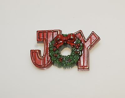 Vintage Thermoset Plastic Joy Christmas Wreath Pin Brooch 1.75""