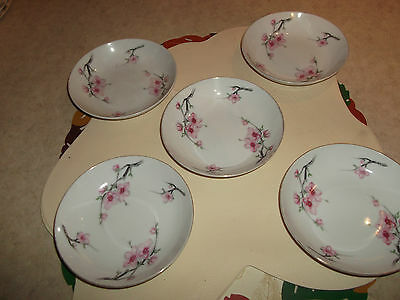 5 CHINA DESSERT BOWLS FROM DIAMOND CHINA MADE IN JAPAN. THE BOWLS HAVE NO CRACKS