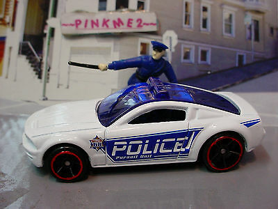 2014 POLICE PURSUIT Exclusive MUSTANG GT CONCEPT☆White/Blue☆LOOSE☆Hot Wheels