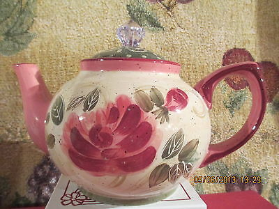 Julie Ueland country rose teapot