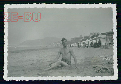 vintage photo YOUNG MAN IN BATHING SUIT FUNNY POSING BEACH GAY INTEREST 1930s