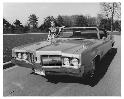 1969 Oldsmobile Delta 88 Royale Holiday Coupe Automobile Factory Photo ch7101