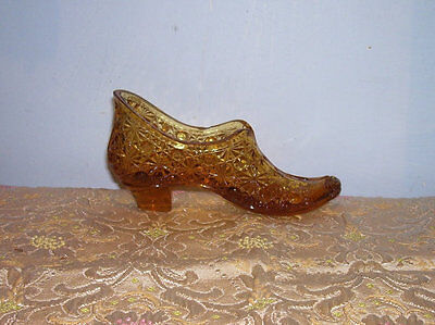 GLASS SLIPPER SHOE Daisy Button Pattern Amber Antique Vintage Advertising Lady