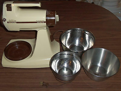 Vintage Sunbeam Mixmaster Plus Counter Top Mixer Model # 01266 w/ 3 Mixing Bowls