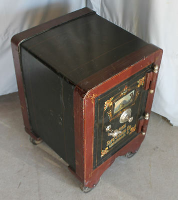 Small Iron Antique Safe with Working Combination – Alpine