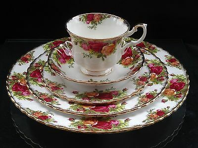 """VINTAGE ROYAL ALBERT """"OLD COUNTRY ROSES"""" 5PC PLACE SETTING ~ MADE IN ENGLAND ~ 3"""