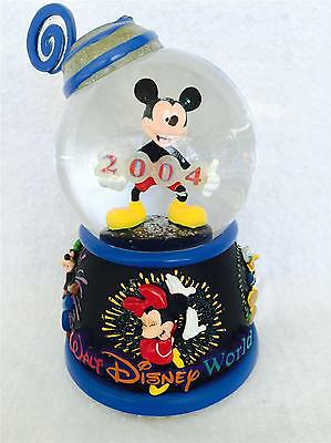 RARE Walt Disney World 2004 Plays MICKEY MOUSE MARCH Snowglobe Pluto Goofy