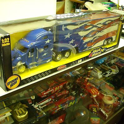 PETERBILT 387 1/32 SCALE COLLECTIBLE HOT RIGZ; RED WHITE BLUE FLAG USA