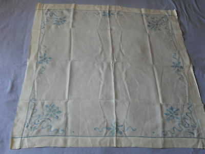 Lovely Vintage Hand-Embroidered Tablecloth (Small)