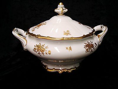 Weimar Porzellan Germany Katharina Lidded White with Gold Roses Porcelain Tureen