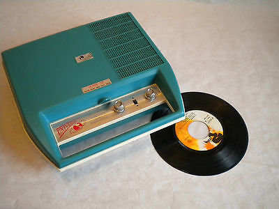 1970s Universal Portable vintage Record player and radio made in japan